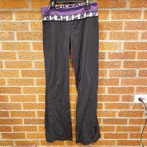 Lululemon Flare Yoga Pants Groove Size 6 Purple